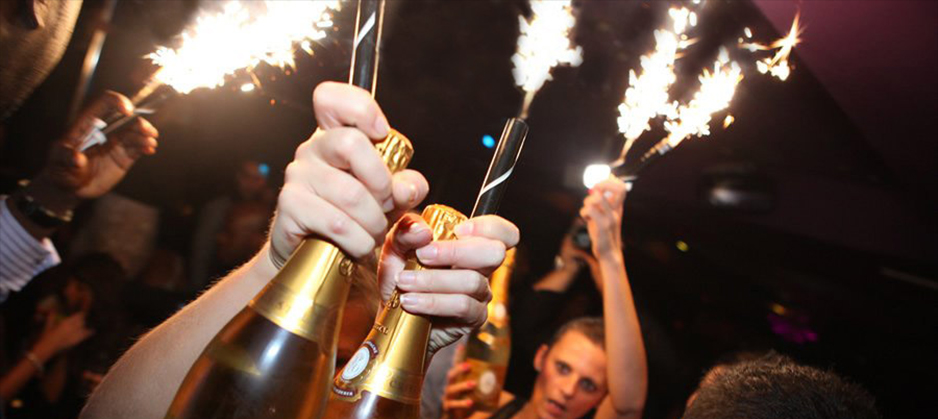 ice_fountains_nightclubs_bottle_service_crystal_champagne_with_sparklers3